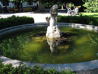 Brunnen im Innsbrucker Hofgarten. © Moe_